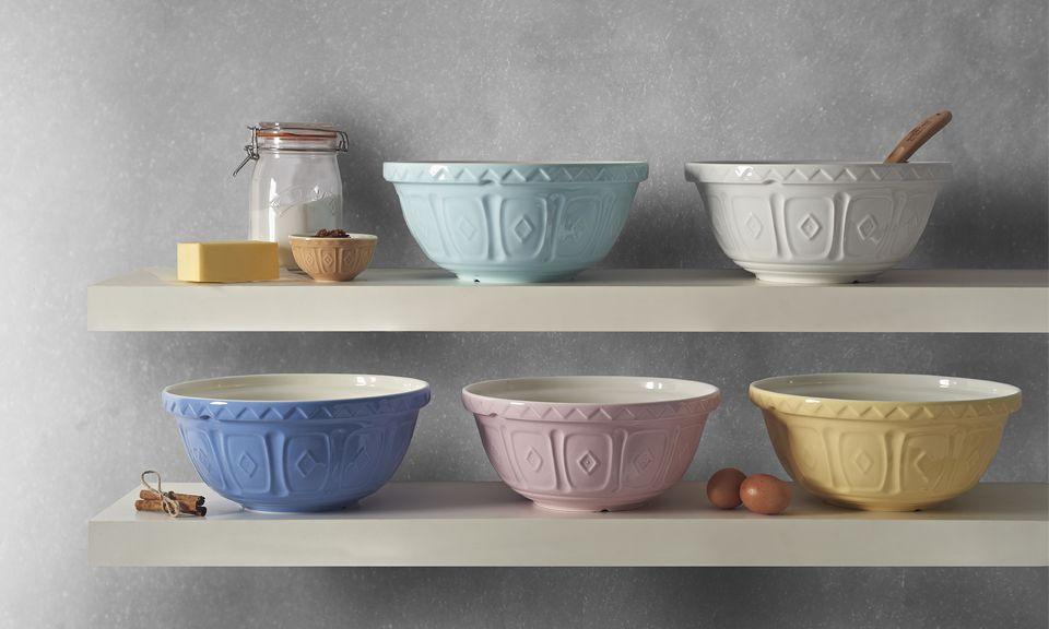 Как использовать миски для смешивания и кухонную утварь в качестве декора?